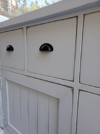 У нас дома стоял уже ненужный пеленальный столик: выкидывать было жалко, поэтому превратили его в кухонный шкафчик