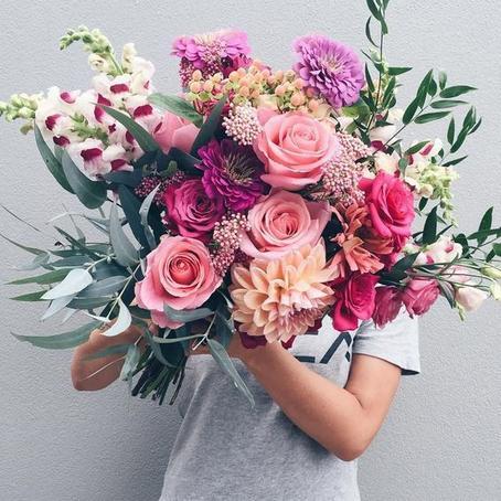 В дороге приготовленный в качестве подарка букет подвял, но бабушка научила, как легко реанимировать цветы