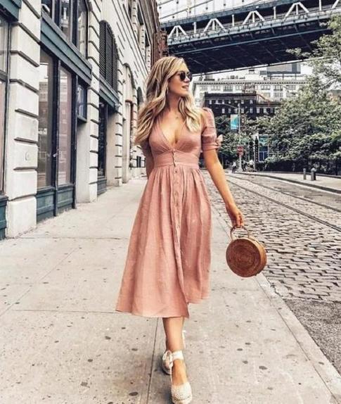 В тренде плетеные сумки: 9 образов, чтобы научиться сочетать их с летним гардеробом