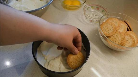 В жару готовлю замороженный торт из печенья