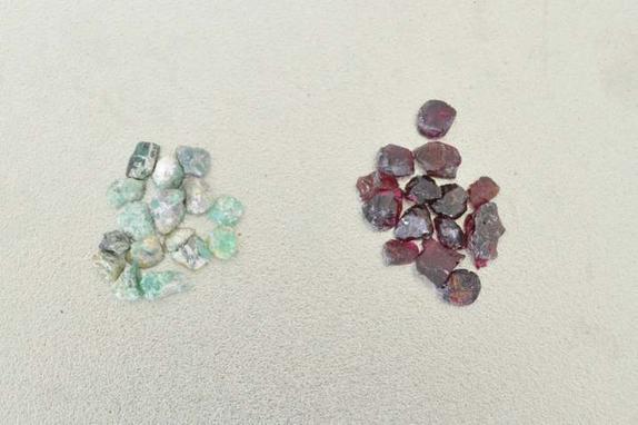 Для себя, на продажу или в качестве подарка: из полимерной глины и камушков мастерю симпатичные украшения