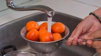 Никогда не думала, что жареные абрикосы могут быть такими вкусными: рецепт десерта в кляре
