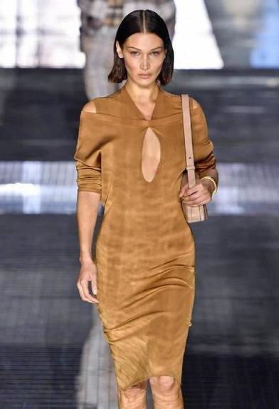 Показы мод задают новые тренды: строгий костюм с ремнем на талии и другие вещи, которые будут актуальны осенью и зимой 2020 года