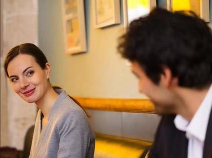 Журналистка, расспрашивавшая замужних француженок, узнала неожиданный рецепт счастливого брака:  Не избегайте флирта с другими мужчинами