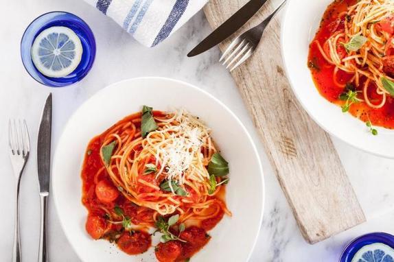 Как итальянцы делают томатный соус для спагетти: рецепт от шефа итальянца