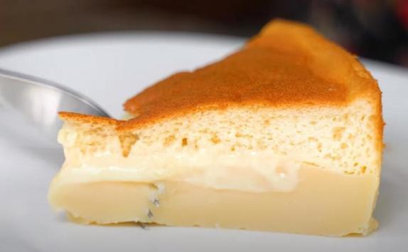 Мой любимый торт делится на три слоя во время выпечки. Такой десерт просто тает во рту