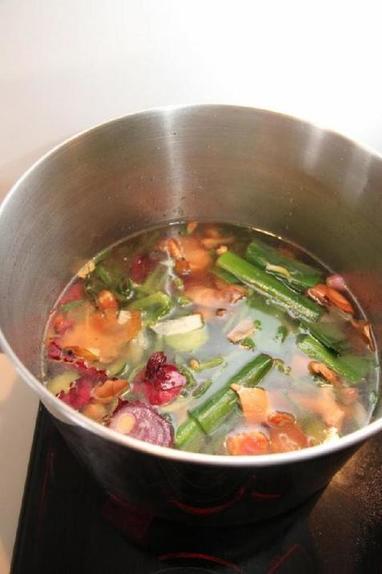 Как приготовить вкусный бульон из ненужных овощных обрезков? Простой и быстрый рецепт для домохозяек