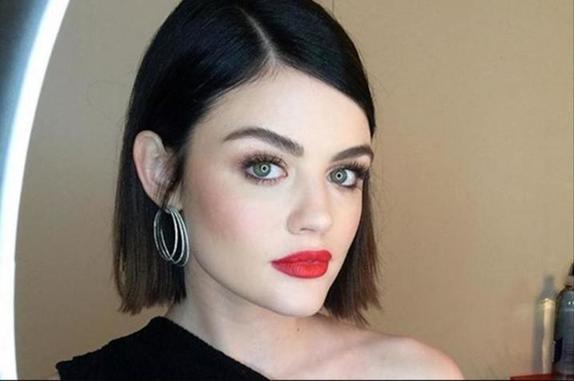 Девушка показала, как брови способны изменить внешность. Фото из ее молодости вызвало разные эмоции