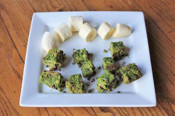 Полезные брауни из шпината и шоколадной крошки: пирожные получаются вкусными и очень красивыми