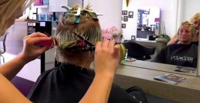 Татьяна покрасилась для свидания и испортила волосы. Стилисты исправили ошибку и сделали ее настоящей красавицей