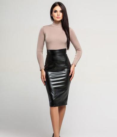 Он обернется посмотреть: учимся носить кожаную юбку-карандаш так, чтобы выглядеть притягательно, но не вульгарно