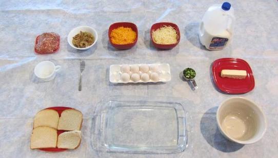 Многослойная запеканка из хлеба, овощей, яиц и сыра: рецепт сытного завтрака
