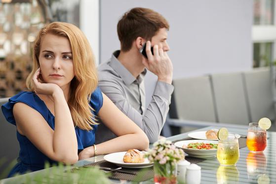Не только постоянное недовольство: 6 женских ошибок в отношениях, которые убивают любовь в паре