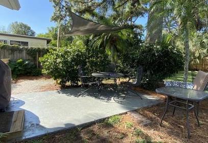 Мэдисон не потратила много денег, чтобы превратить свой задний двор в стильную зону отдыха: после ремонта она там и работает, и отдыхает, и приглашает друзей в гости