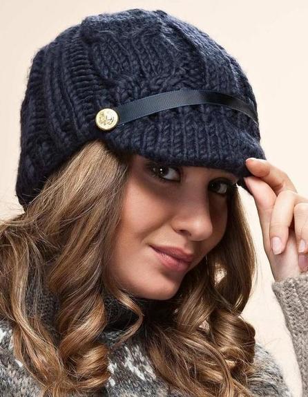 Модно, стильно, молодежно - кепи в авангарде осени: стилисты назвали 6 стильных головных уборов
