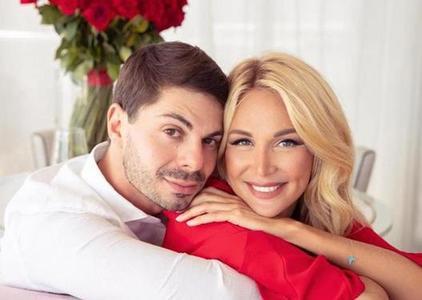 «Говорить прямо, что нравится, а что нет»: Виктория Лопырева в социальных сетях рассказала, как удержать мужчину и построить счастливые отношения