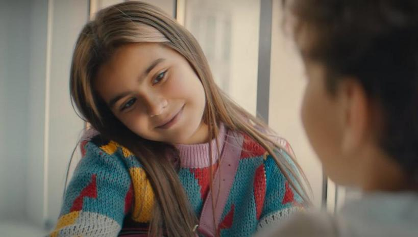 """Ани Лорак выпустила клип на песню """"Твоей любимой"""": в новом видео снялась ее 9-летняя дочь, которая по сюжету рассказала свою историю любви"""