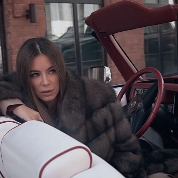 Сними шубу. Ани Лорак попала под шквал критики из-за верхней одежды