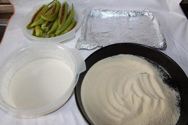Стручковый перец фарширую мясом и обжариваю в панировке. Пикантная закуска на скорую руку