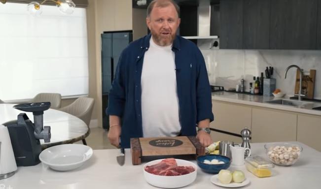 «А вы когда нибудь пробовали мясной хлеб?»: шеф повар и телеведущий Константин Ивлев поделился фирменным рецептом