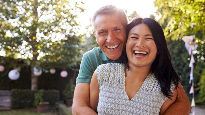 Делайте одну маленькую добрую вещь друг другу, затейте генеральную уборку: простые советы по отношениям в парах 40+ обязательно зажгут искру в кратчайшие сроки