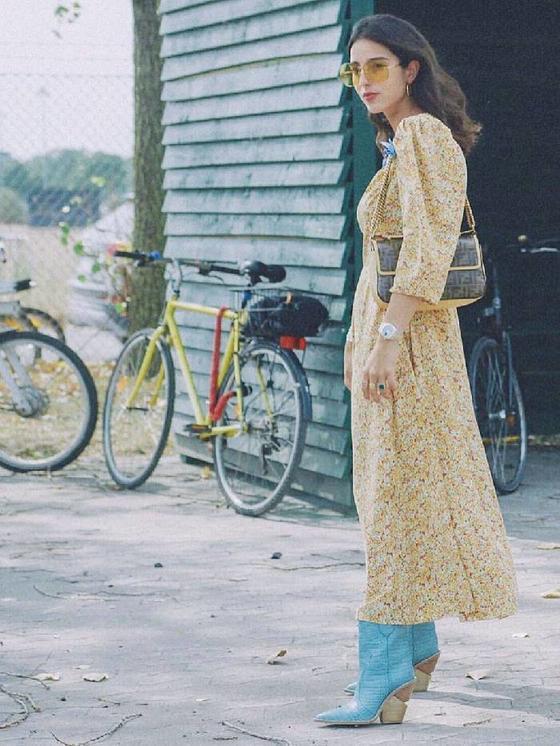 Платье и грубые ботинки всегда смотрятся стильно. Фото, которые это подтверждают