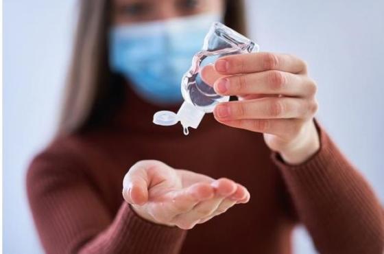 Ошибки при использованиии дезинфицирующих средств для рук: использовать слишком мало антисептика