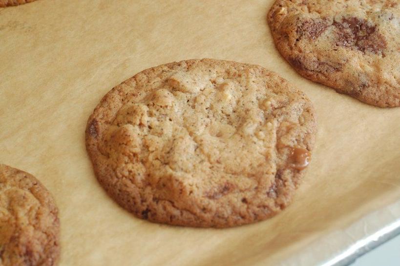Печенье, в котором собрались самые любимые вкусы – кофе, шоколад, мягкая карамель и грецкие орешки