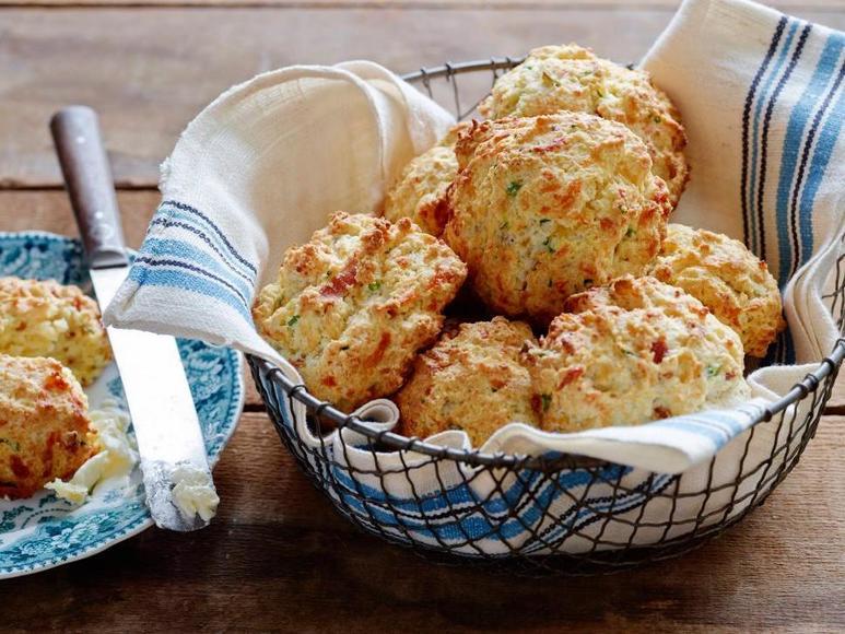 Сливочные сконы с сыром чеддер в духовке: рецепт