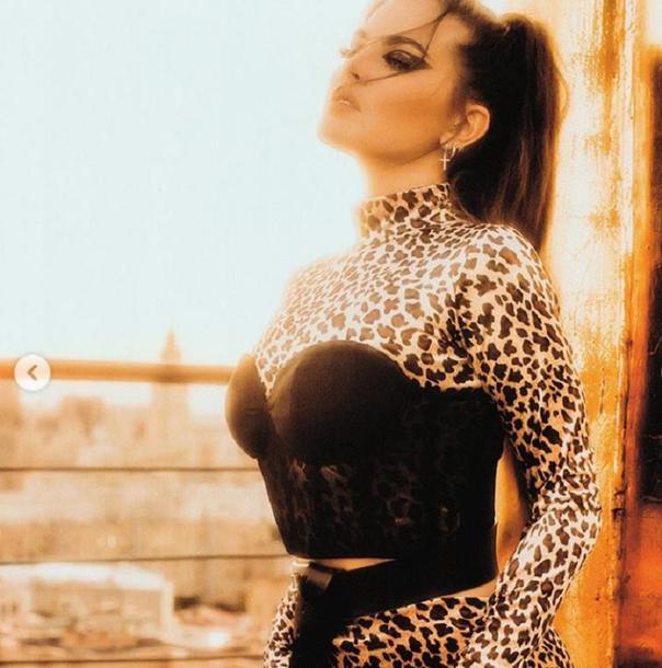 Что за красотка: солистка группы Little Big Софья Таюрская восхитила подписчиков необычным леопардовым костюмом