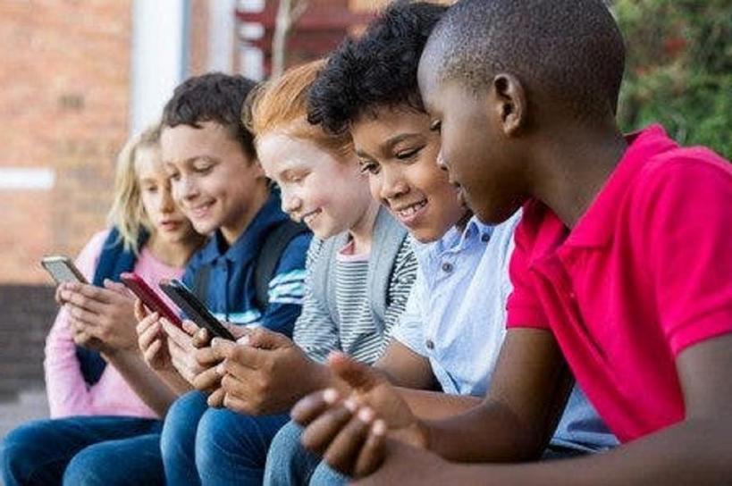 Женщина посоветовала молодым родителям не позволять YouTube воспитывать детей: послание стало вирусным в Сети