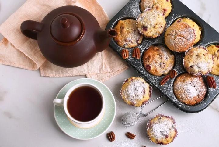 Простенький рецепт клюквенно-ореховых кексов: ингредиентов мало, а получаются не хуже, чем в модной пекарне
