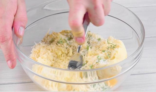 Готовим нежный рулет из цветной капусты с говядиной и сыром
