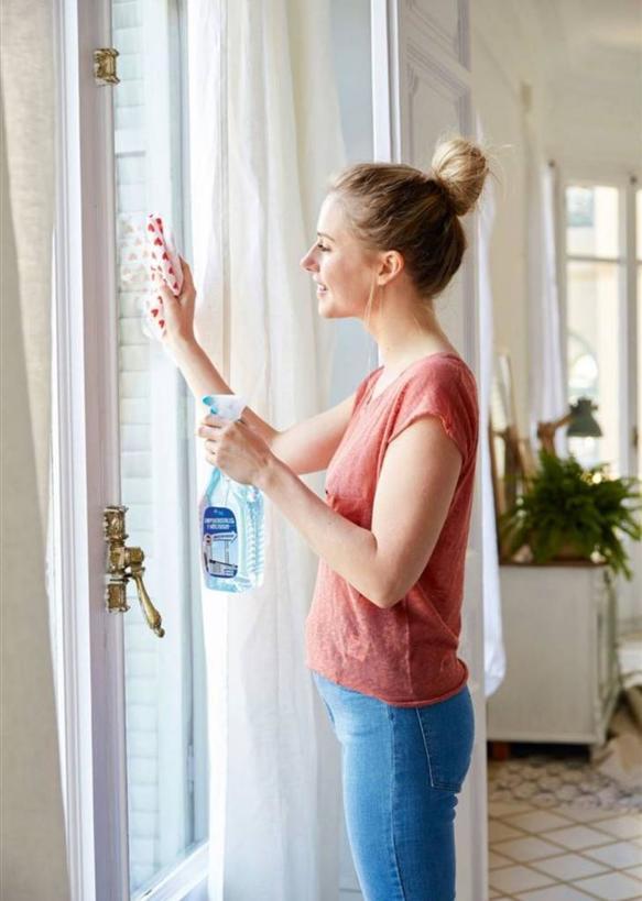 Средство для мытья окон часто использую не по назначению: от чистки обуви до смазывания молний