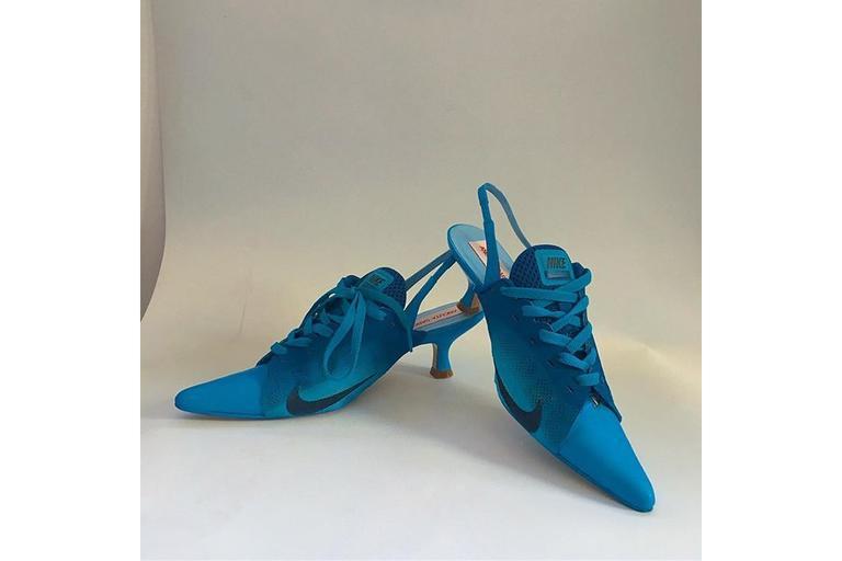Для самых смелых туфли кроссовки: хит сезона от испанского производителя понравился модницам
