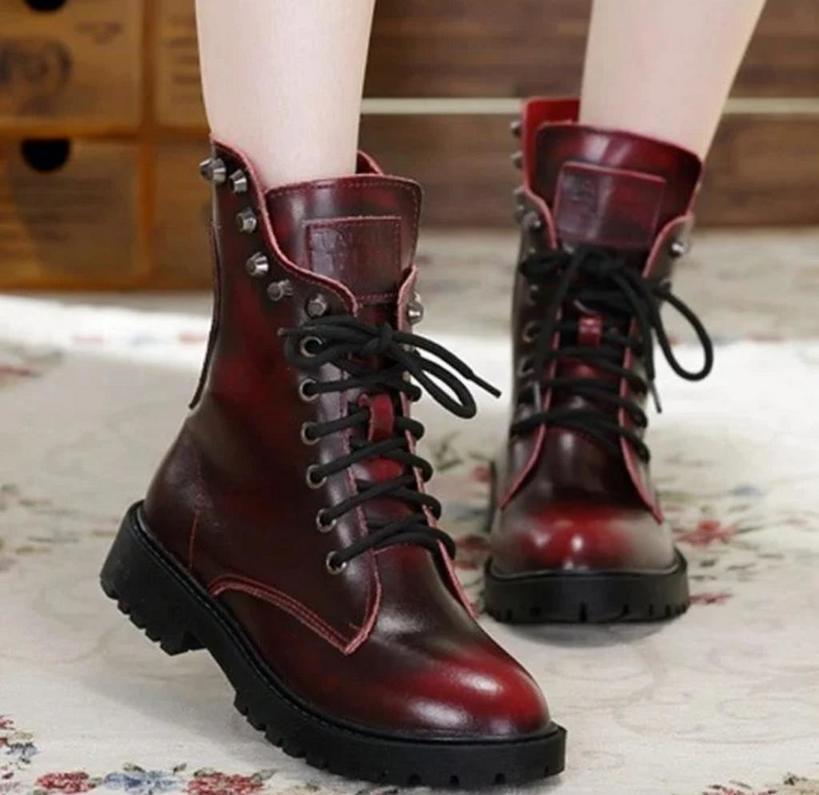 Тренд сезона 20/21 — ботинки на шнуровке: 9 стильных вариантов, которые сейчас легко найти в магазинах