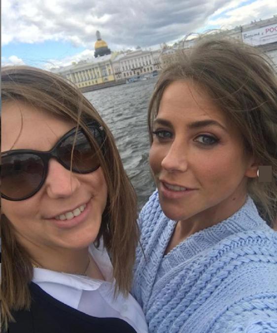 Племянники похожи на тетю: Юлия Барановская показала младшую сестру Ксению (фото)