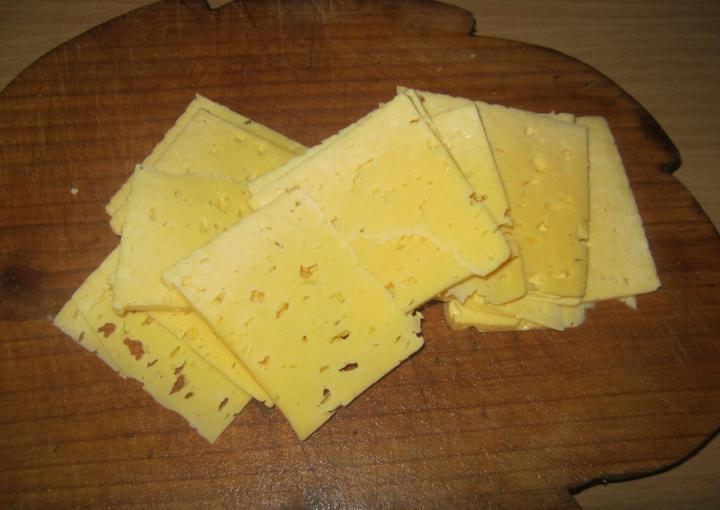Сыр, лук и немного кетчупа. Стейки вкуснее всего готовить в сливочном соусе: рецепт