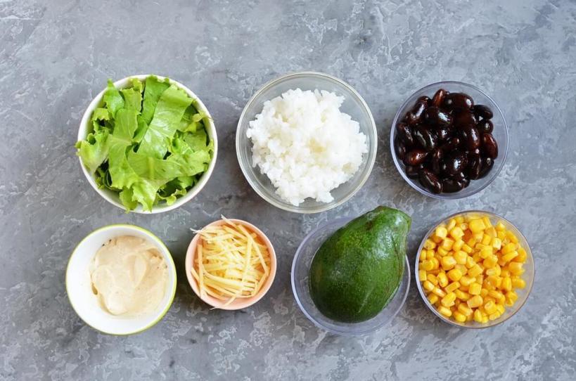 Когда хочется разнообразия, готовлю салат  Буррито в банке : ингредиенты простые, но таким не стыдно и на работе пообедать
