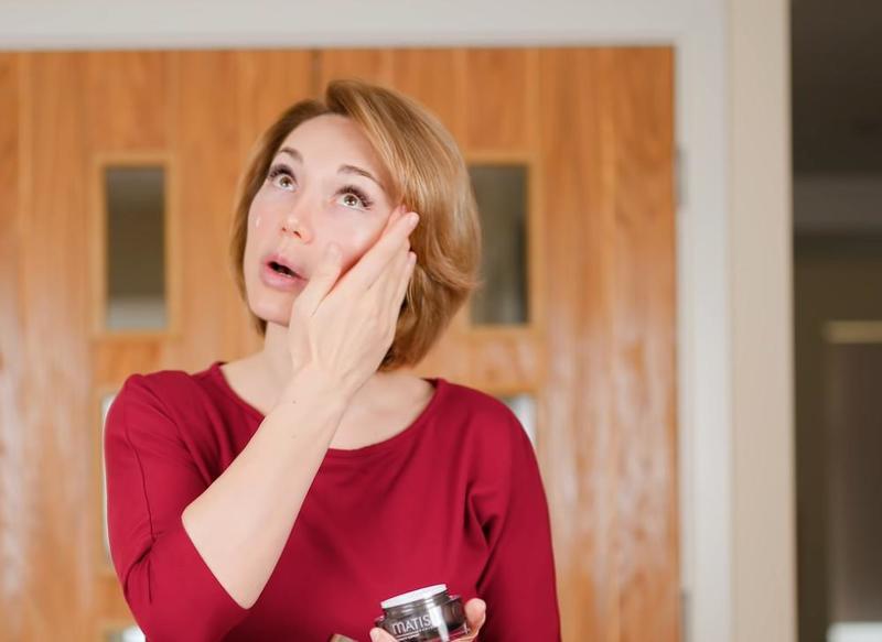 Прилепили – протопили: косметолог показала 3 эффективных упражнения от мешков и отеков под глазами