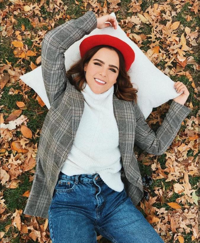 Как носить свитера этой осенью, чтобы не утежелять образ: 6 модных образов