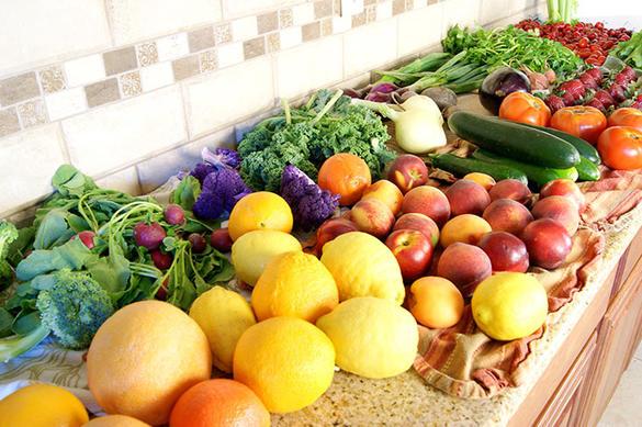 Научилась тщательно очищать перед едой овощи и фрукты. Нужны лишь вода и уксус: способ натуральный и очень эффективный