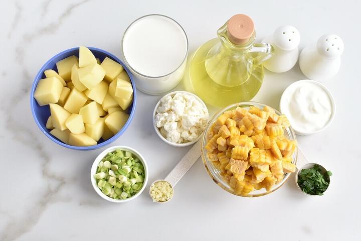 Очень вкусный сливочно-кукурузный супчик с кинзой и адыгейским сыром: муж любит есть горячим, а я - слегка охлажденным