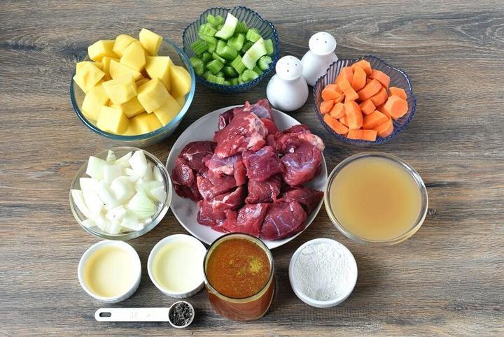 Ароматное мясное рагу с овощами и травами: мой секрет в том, что тушу почти 1,5 часа в яблочном сидре и говяжьем бульоне