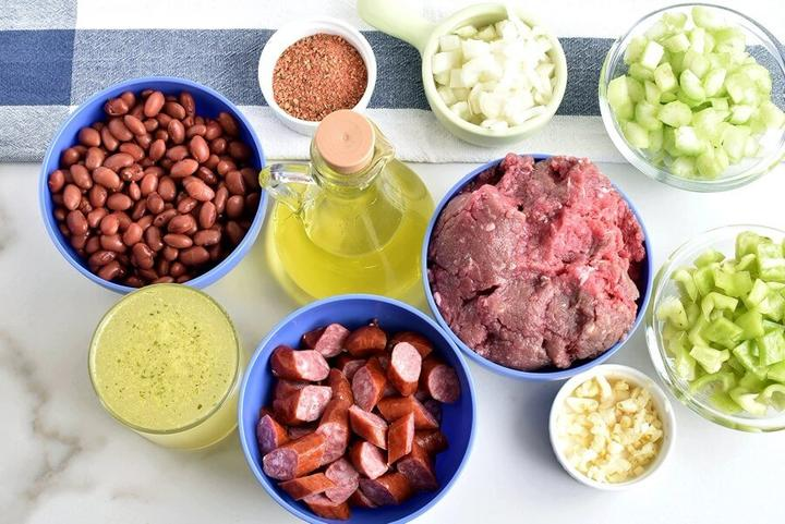 Делюсь рецептом пикантного риса с красной фасолью, фаршем и копчеными колбасками: мужу напоминает восточную кухню, а мне   южноамериканскую