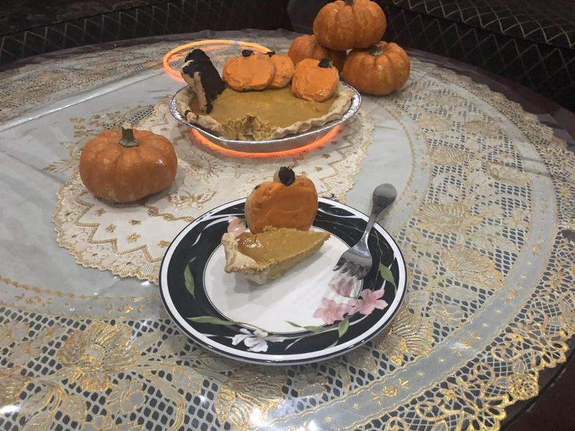Эффектный десерт для осеннего чаепития: яркие  тыковки  на ароматном пироге