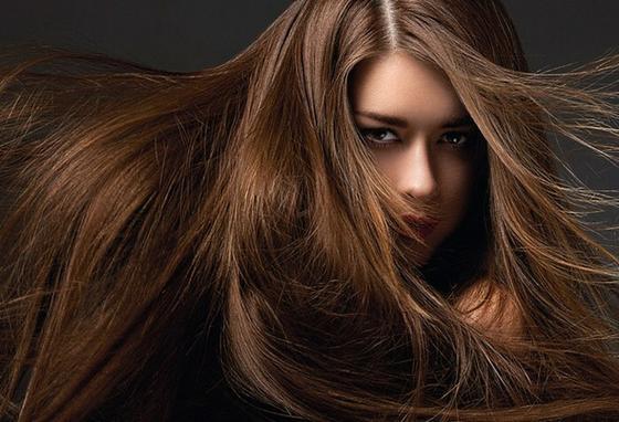 Долго не получалось отрастить красивые волосы. «Разбудила» луковицы особой маской, и теперь у меня роскошная коса: горчица, кефир, мед