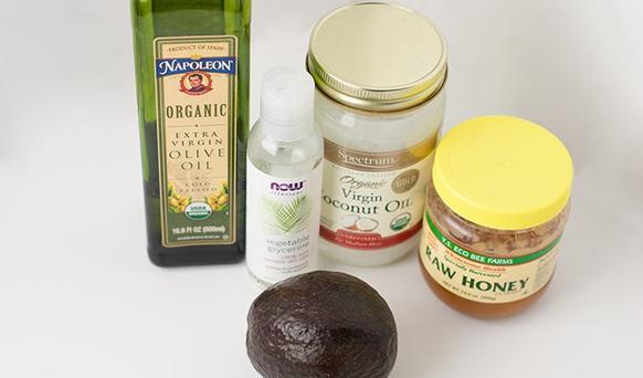 Нашла рецепт идеальной увлажняющей маски для волос с авокадо и маслами. Она готовится за 10 минут