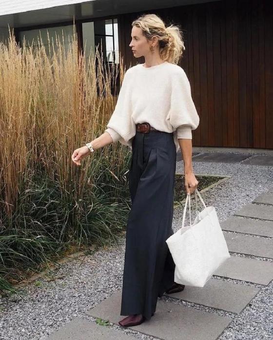 Объемный свитер + широкие брюки: модная формула, которая совмещает практичность и чувство стиля