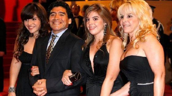 Пока весь мир наблюдал за футбольной карьерой Диего Марадоны, его личная жизнь была не менее бурной: главная женщина в жизни легендарного футболиста